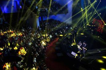 کنسرت گروه های موسیقی معروف در خارج از ایران
