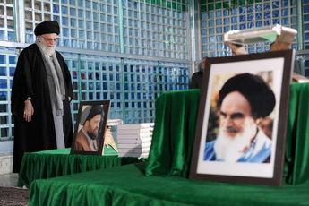 حضور رهبر معظم انقلاب اسلامی در حرم امام(ره)