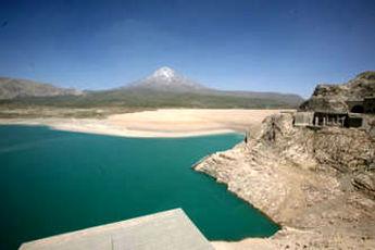 تهرانی ها ۳ برابر ذخیره سد لار آب مصرف کردند