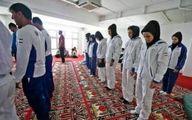 دختران ملی پوش کاراته در صف نماز جماعت + عکس