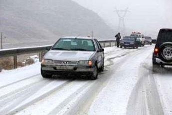 تردد در کلیه راه ها زیر سایه «برف و باران و کولاک» ادامه دارد