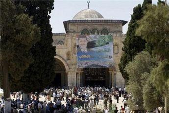 نصب تصویر بزرگی از مرسی بر دیوار مسجد الاقصی