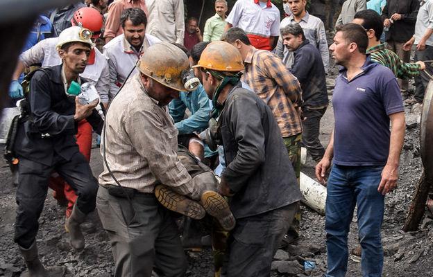حادثه مرگبار انفجار معدن آزادشهر / خارج کردن ۲۱ جنازه از معدن / احتمال محبوس شدن ۸۰ نفر / عکس