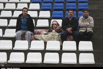 ورود دختربچه ۱۱ ساله به ورزشگاه, خوش وبش رحمتی با گل محمدی
