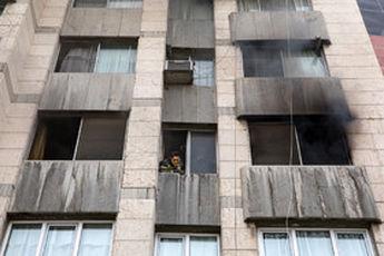 آتشسوزی در خیابان دانشگاه جنگ/ نجات دو تن از میان آتش