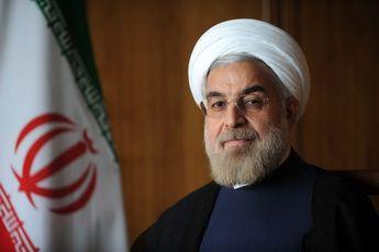 روحانی: خبرنگاران نقصهای دولت را بدون لکنت زبان بگویند