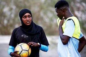 اولین زن عرب مربی فوتبال مردان را بشناسید (+عکس)