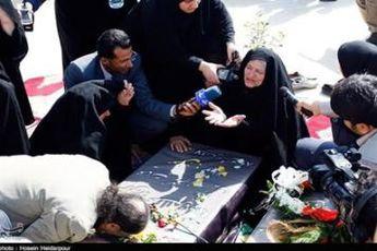 حضور مادر شهید صبوری در خبرگزاری تسنیم