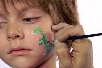 روی صورت کودکان نقاشی نکشید!